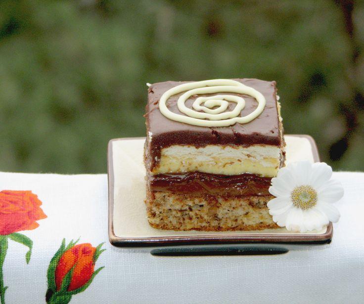 http://www.bucataras.ro/retete/prajitura-cu-vanilie-si-ciocolata-57745.html