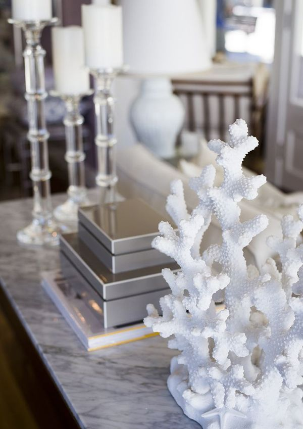 Love the coral decor, as well as the clean, mirrored accents!   15 Amazing Sea Coral Decor Ideas