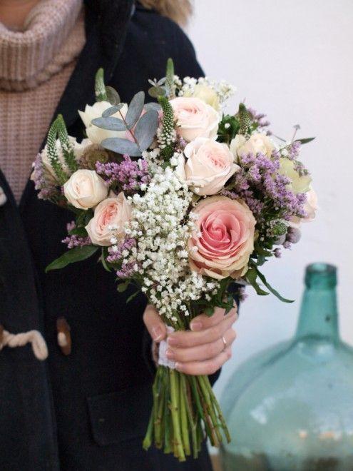 Ramo de novia con rosas, eucalipto, anémonas, limonium, verónicas un rosas