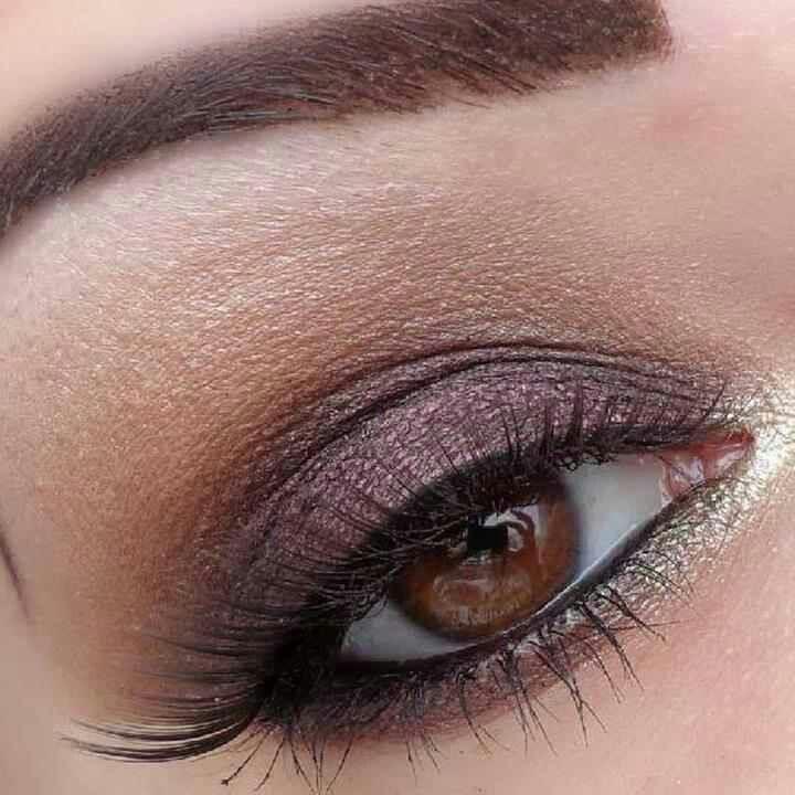 light purple w/ light brown shadow.  beautiful on brown eyes.