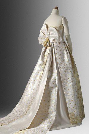 着物ドレスのローブドキモノ 白無垢ドレス