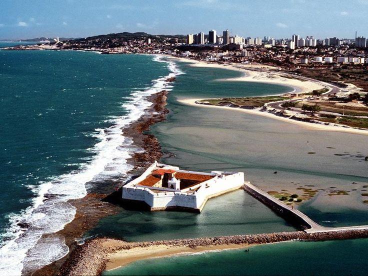 """Natal é a capital do Rio Grande do Norte, no nordeste do Brasil. A cidade nasceu às marges do Rio Potengi. É conhecida como a """"Cidade do Sol"""", por ser uma das localidades com maior nume…"""