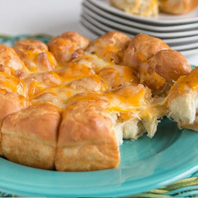 Pepper Jack And Cheddar Rolls @keyingredient #cake #cheese #cheddar #delicious