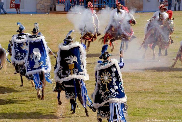 Cavalhada que acontece na Festa do Divino Espírito Santo, de norte a sul do País. Saiba mais >>> http://www.guiaviagensbrasil.com/blog/festas-do-divino-espirito-santo-no-brasil/