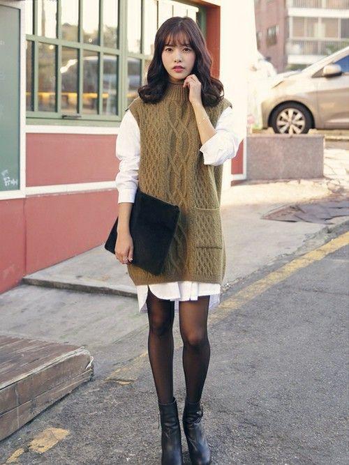 シャツを重ねてワンピ風に着こなす♡♡ ボトルネックノースリーブを使った秋冬ファッションコーデ。