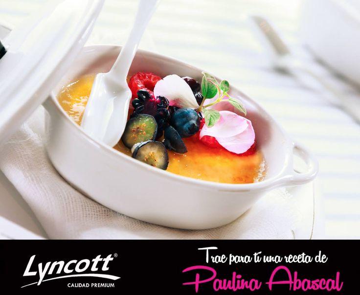 CRÉME BRULÉE ESTILO LYNCOTT Una dulce receta de Paulina Abascal, Dulces Besos  Ingredientes  -1 vaina de vainilla -2 tazas (480 ml) de crema para batir LYNCOTT® -5 (100 g) yemas -1 taza (200 g) de azúcar **Cuatro moldes individuales con capacidad de ½ taza, charola profunda para horno, soplete** Conoce el proceso de preparación aquí: http://on.fb.me/1xtnaQI