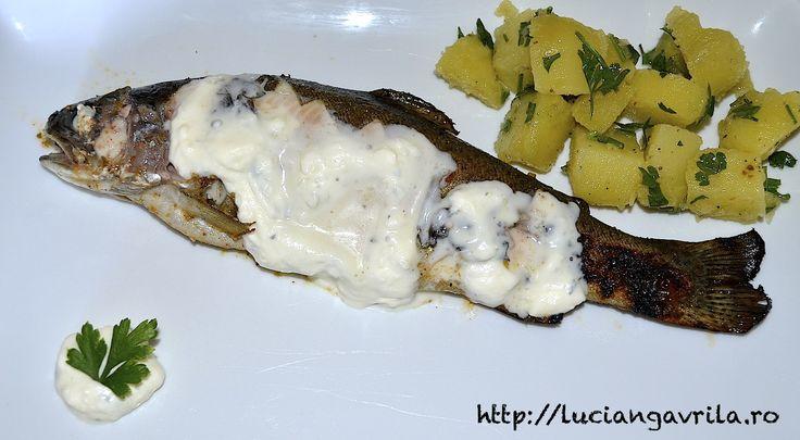 Păstrăv Mojito cu salată de cartofi și sos de smântână cu usturoi (și puțină mentă)