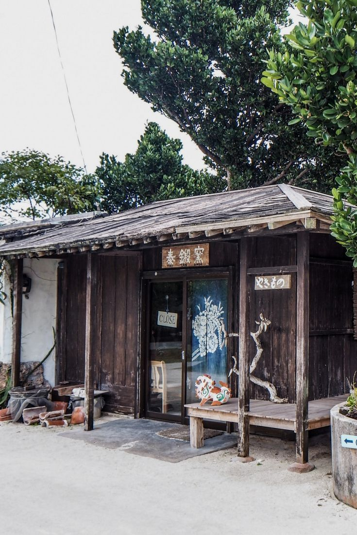 Découvrir les hébergements traditionnels et confortables à Okinawa au Japon et vivez un voyage de rêve, hors des sentiers battus à la découverte des traditions et de la culture du Japon