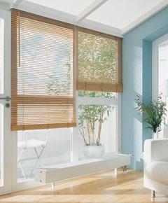 Kermi Ventil-Konvektoren KSV. Mit integriertem Strahlungsschirm.  KSV.  Was die Wärmeschutzverordnung fordert, ist beim Typ KSV zusätzlich elegant und unsichtbar integriert: die Wärmedämmung zur Vermeidung von Wärmeverlusten vor außenliegenden Fensterflächen.  In einem speziellen Verfahren entwickelt und auf der Konvektorrückseite installiert, verhindert sie wirkungsvoll die Abstrahlung zur Fensterfläche und sorgt dadurch für eine Wärmeverlustverringerung um bis zu 80 Prozent.