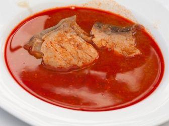 Halászlé recept I.: Halászlevet sokféleképpen készítenek. Ez a változat nagyon ízletes, leginkább a szegedi halászlére hasonlít. Apró különbség, hogy a hagymát vízben főzzük szét, nem pirítjuk elő zsíron, vagy olajon. Próbálja ki Ön is! http://aprosef.hu/halaszle_recept