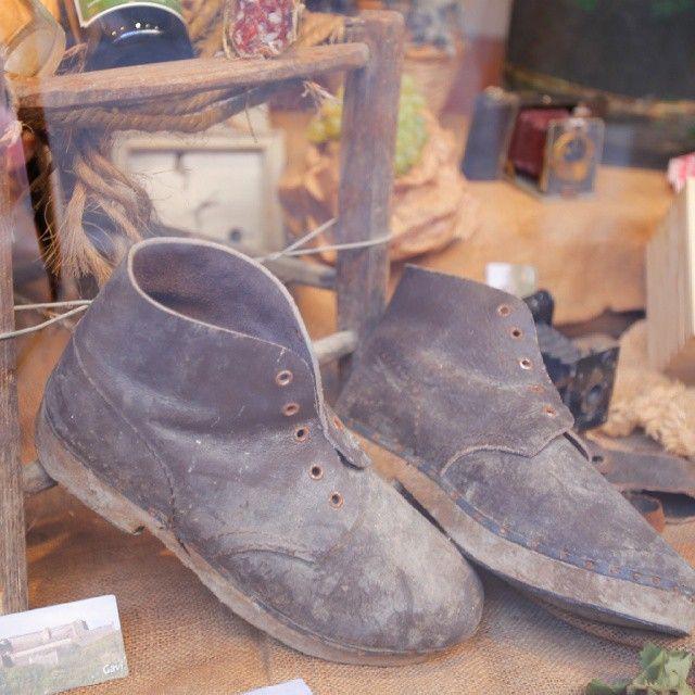 Vecchie scarpe da vigna... #nofilter #vigna #vineyard #harvest2015 #harvest #Gavi #piedmont #Piemonte #consorziotuteladelgavi #docg #vino #wine #winecountry #winepassitaly ph. Maurizio Ravera