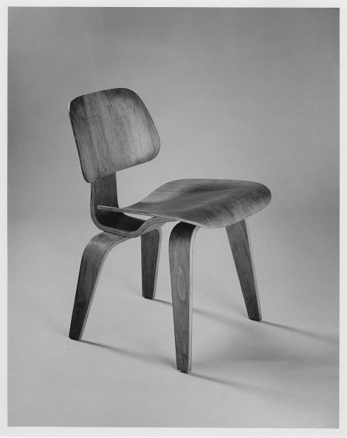 Charles Eames (American, 1907–1978) and Ray Eames (American, 1916–1988) Produced by Herman Miller Inc. (Zeeland, Michigan established 1923) DCW (Dining Chair Wood), 1946–56 Molded birch plywood, rubber shockmounts Gift of Kenneth and James Kurtz M1976.66 Photo credit John Nienhuis