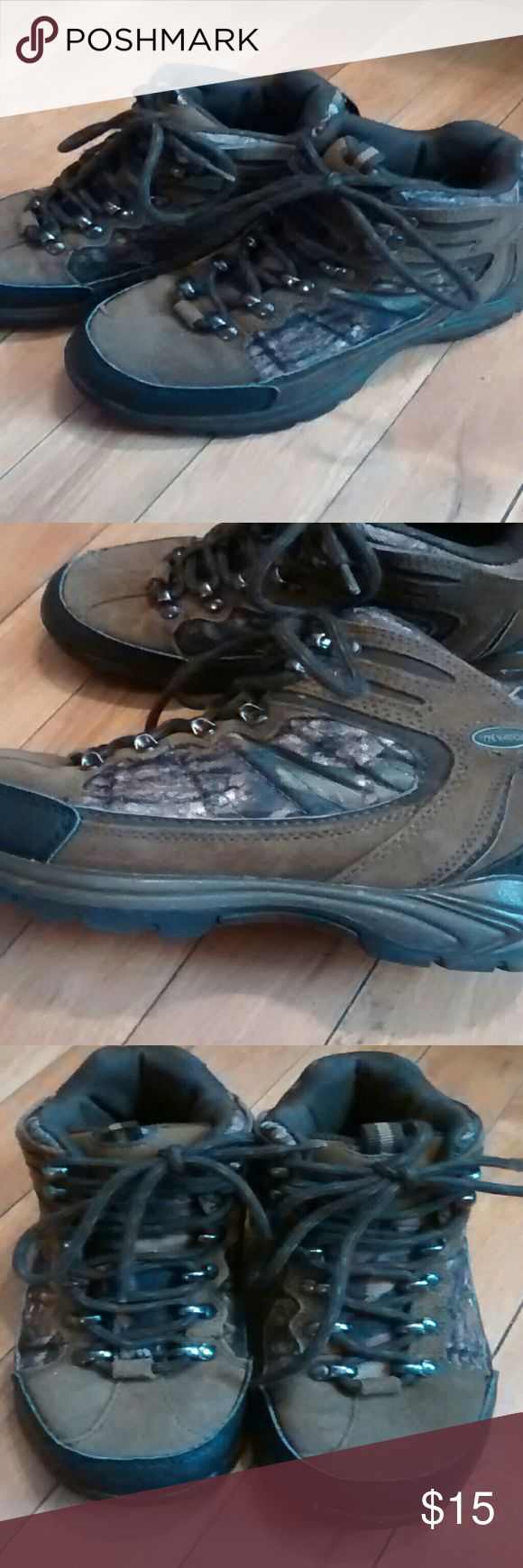 Boys hiking boots These are in excellent condition, he outgrew them after only wearing them a few times. The tread on the bottom is like new and the laces are in great condition with no fraying or wear Nevados Shoes Boots