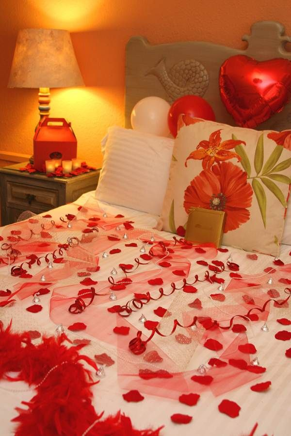 Romantic Hotel Room Ideas: Floral-and-balloon-for-romantic-night-in-newlyweds-bedroom
