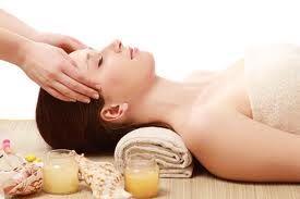 Tantrický spa rituál  Délka : 150 min Cena : 3 300,- Tantrická masáž spojená s vysoce ralaxační koupelí pro muže i pro ženy. Zanechte za sebou starosti dne a zažijte nezapomenutelný zážitek. Buďte nároční a dopřejte si luxusní péči při našem tantrickém spa rituálu. Zažijete 150 minut hýčkání a rozmazlování. Svěřte se do péče masérky Lenky nebo Ivy, nebo maséra Rudy.