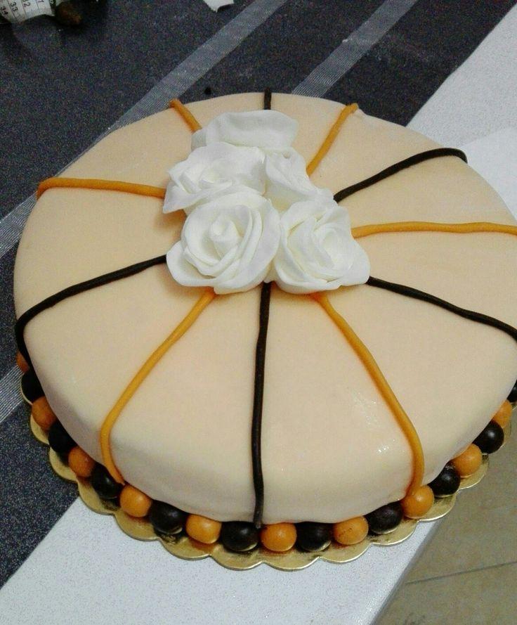 Torta elegante per la mamma