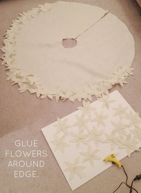 LiveLoveDIY: How To Make a NO-SEW Christmas Tree Skirt