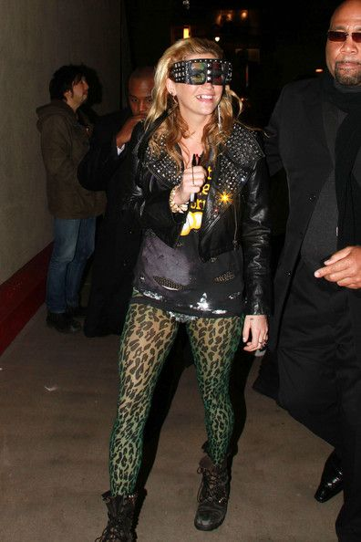 """Kesha Photos Photos - K$sha struggles to see straight as she leaves the """"Jimmy Kimmel Live"""" studios wearing a crazy pair of novelty 3D glasses! The pop star performed live on the talk show before stopping to sign autographs and chat to fans outside the Hollywood studios. - K$sha Leaves the """"Jimmy Kimmel Live"""" Studios"""