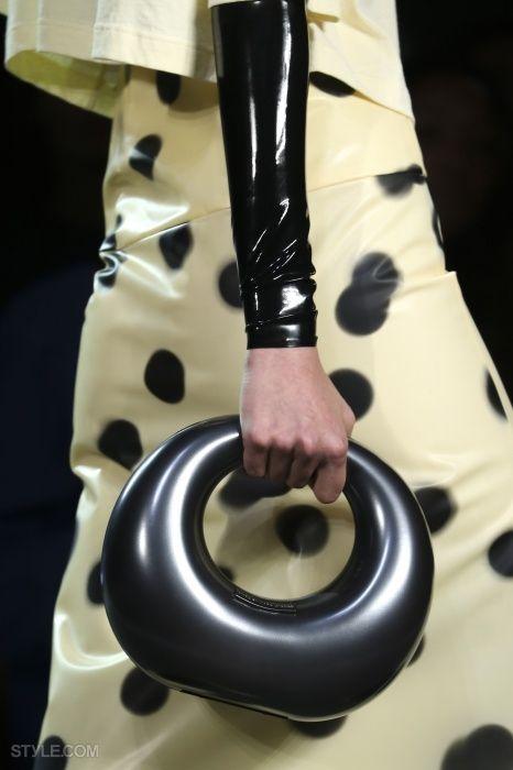 패션쇼 프론트로에 앉아있는 느낌! 손 뻗으면 닿을 것만 같은 '마크 바이 마크 제이콥스'의 클로즈업 클라스!