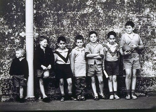 Saturday Arvo in Darlinghurst, (Sydney Australia) 1959  by Jeff Carter (Australia 05 Aug 1928 – Oct 2010)