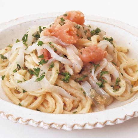 レタスクラブの簡単料理レシピ 明太子とバターで洋風に「明太子パスタ風うどん」のレシピです。