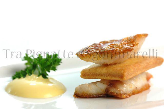 Sandwich inverso di triglia e frolla al pecorino e bottarga di tonno, con maionese di mare | Tra Pignatte e Sgommarelli