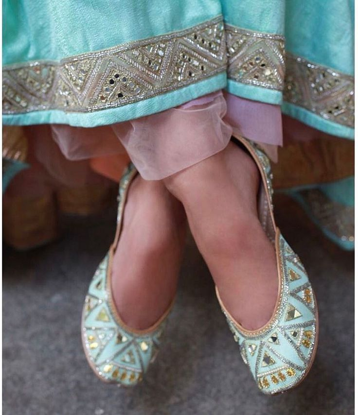Brides wearing flats for wedding function should be the first choice. #bridalfootwear #jootis #fashiontips #indianbrides #indianweddings, #shaadisaga