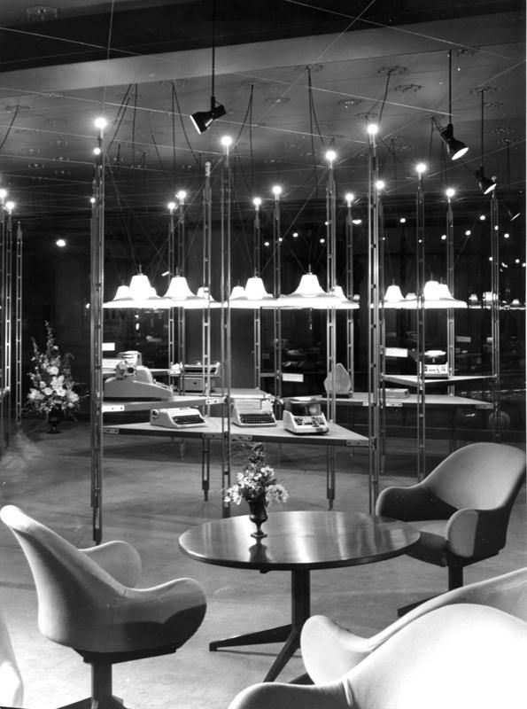 Paris Olivetti showroom. Staged by Franco Albini and Franca Helg in 1959