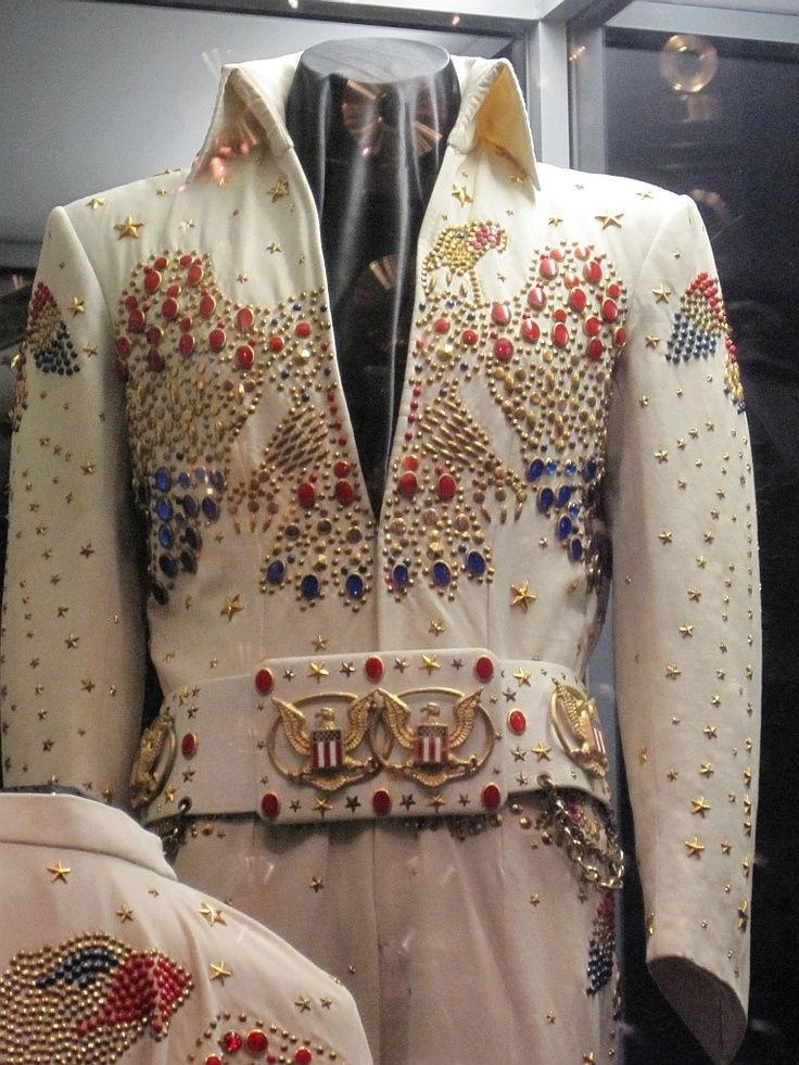The famous Aloha eagle suit ( 1973 ) That was the most symbolic Elvis jumpsuit ever. We can see the second belt , the first one was given to the audience for the second show in Hawaii in january 14 1973. Today that legendary suit is in display at Graceland.