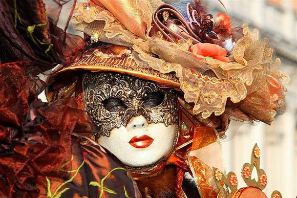 Disguise: Carnival of Venice in Creative Mask Design