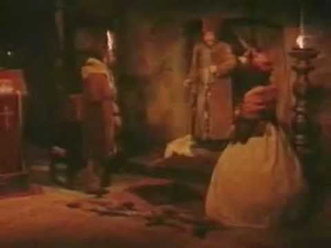 Masca de argint [1985] cu Florin Piersic, Alexandru Repan, Marga Barbu. Evenimentele il aduc in Tara Romaneasca pe bancherul Troianov , o persoana darnica si totodata suspecta, despre care Aga vrea sa afle totul, prin spionul sau platit, Agata Slatineanu. In timpul unei petreceri fastuoase oferite de Troianov, in care doamnele gasesc sub servete bijuterii costisitoare, iar Agata primeste insasi trasura bancherului, cu tot cu vizitiu, are loc un conflict in care sunt impuscati doi oameni.