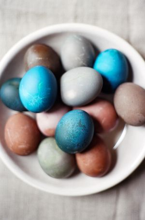 Naturally Dyed Easter Eggs Tutorial