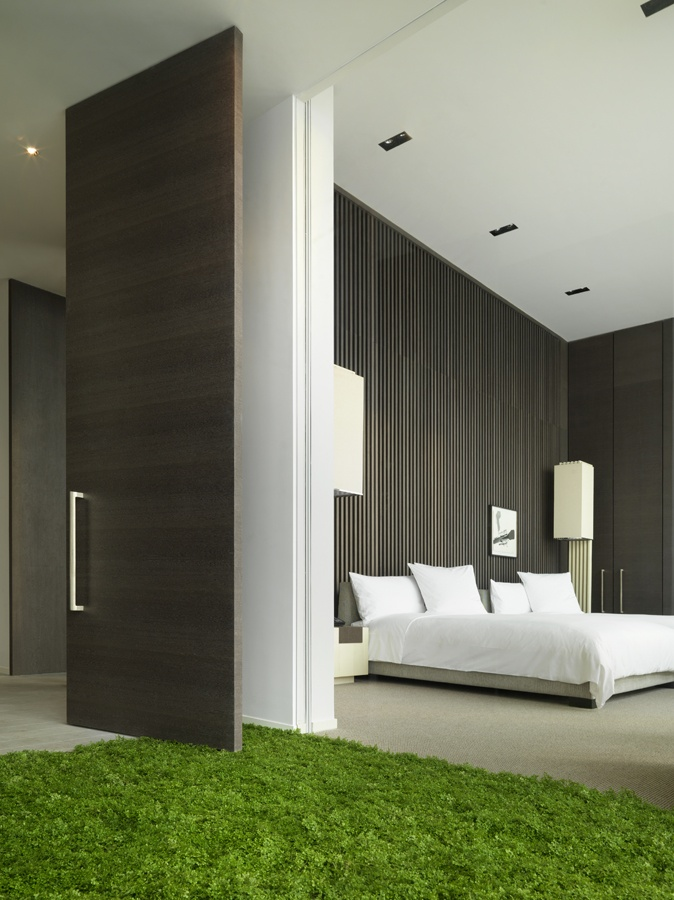 Modern Contemporary Bedroom Set: Extraordinary Hotel Room Design