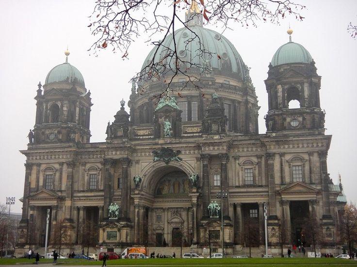 A foto da semana no blog é da Catedral de Berlim uma das construções mais belas de Berlim. ----------- The photo of the week on the blog is from the Berlin Cathedral one of the most beautiful buildings in Berlin. ----------- #berlim #berlin #berliner #berlinerdom #alemanha #germany #german #igberlin #instagermany #iloveberlin #aquelasuaviagem #essemundoenosso #euvounajanela #MaiorViagem #missãovt #quetalviajar #RevistaViajar #igtravel #instatravel #photoftheday #picoftheday #traveladdict…