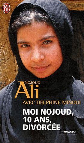 Mariée de force à un homme trois fois plus âgé qu'elle, Nojoud est sexuellement abusée. Elle a 10 ans. Ayant demandé en vain le divorce trois mois après ses noces, elle se réfugie au tribunal. Grâce à la mobilisation d'une avocate, des ONG et de la presse locale, elle parvient au divorce. Ce fait est exceptionnel au Yémen où près de la moitié des filles sont mariées en dessous de l'âge légal.