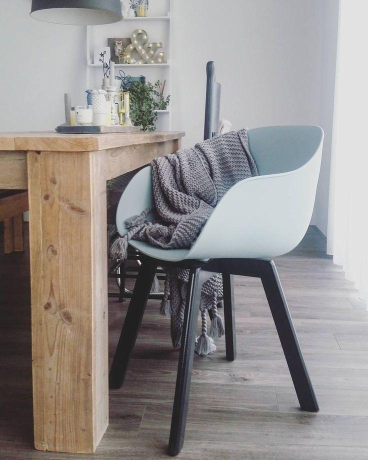 #kwantum repin: stoel NEW YORK > https://www.kwantum.nl/meubelen/stoelen/meubelen-stoelen-eetkamerstoelen-kuipstoel-new-york-groen-1323024 @goodstuffby - Yes! 1 van m'n nieuwe stoelen! Ik kon toch niet helemaal afscheid nemen van m'n kringloop vondsten dus heb ze aangevuld met nieuwe stoeltjes! Van de @kwantum_nederland ! Om het 1 geheel te laten heb ik wel ff een likkie verf over de pootjes gedaan!
