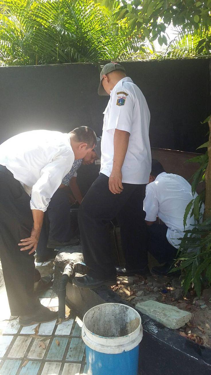 Staf UPPD Dursaw melakukan Pemeriksaan Lapangan meteran air WP PAT