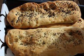 De her brød bagte jeg til at serversammen med en kold agurkesuppe - de smager vildt godt og det er bestemt ikke sidste gang jeg bager dem, s...