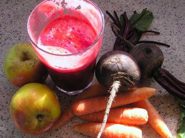 Csodaital - Miracle Drink (alma,- cékla,- sárgarépalé) rák ellen   Ebben a rák ellenes csodaitalban két zöldség és egy gyümölcs van összekeverve, mindegyik bőséges mennyiségű életmentő antioxidánsokkal tele.     Az alma olyan tápanyagokat tartalmaz, mint a vitamin, B1-, B2-, B6-, C-, E-és K-, folsav, niacin, cink, réz...