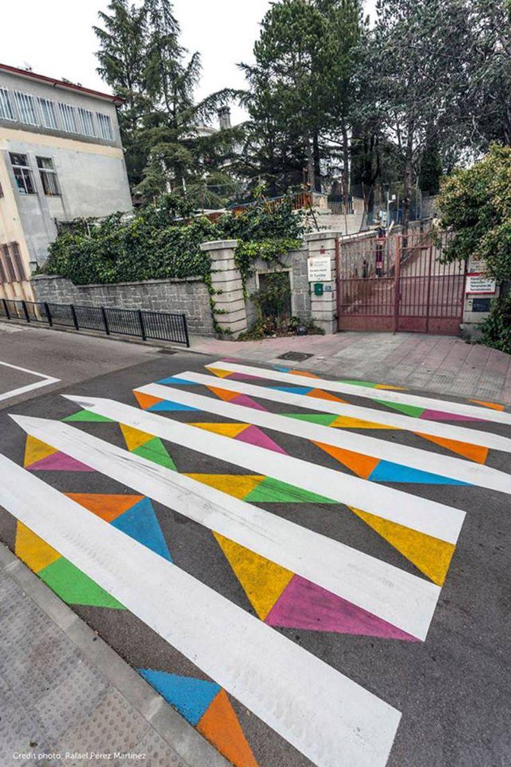 Faixa de pedestre muito criativa e colorida, dando alegria as ruas ao redor de Madrid