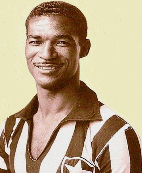 """Waldir Pereyra """"Didi"""" mediocampista del Botafogo de Brasil y de los Tiburones Rojos del Veracruz en México. Seleccionado Brasileño 1966."""