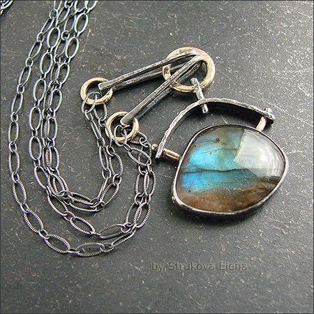 Небольшое ожерелье с лабрадором.