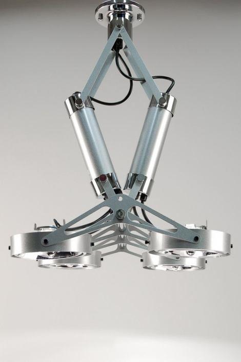 artikel 50069 Stoere plafondlamp in industrielook. Deze designlamp is voorzien van vier spots.  https://www.rietveldlicht.nl/artikel/plafondlamp-50069-modern-industrie-look-staalgrijs-metaal-rond-rechthoekig