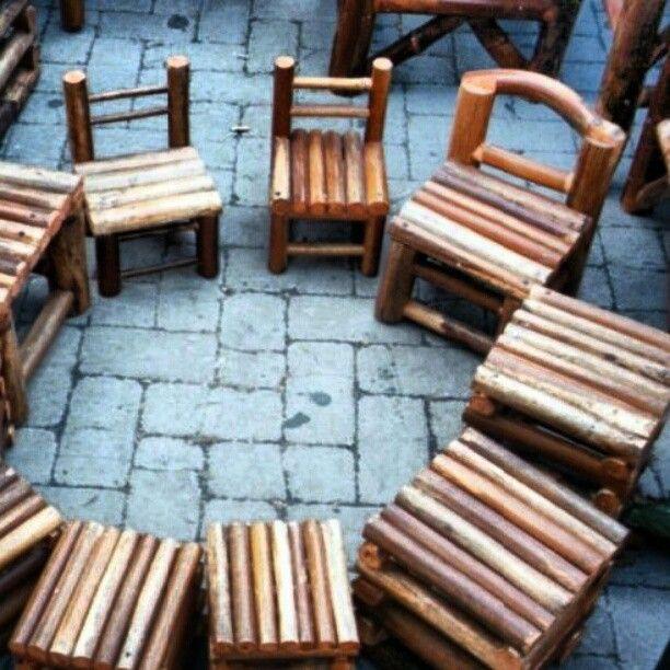 """Sgabelli sicilian is """"furrizzi"""" ot stools interamemente fatto a mano, da mio padre usando legno di Ferula dell'Etna raccolta da lui personalmente. Dei bei.cuscinoni sopra e il.gioco.è fatto. Photo by adyglio 40,00€"""