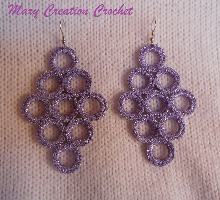 Orecchini pendenti a rombo con anelli rivestiti all'uncinetto in cotone viola brillante di MaryCreationCrochet su Etsy