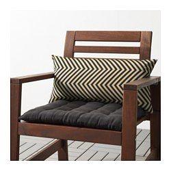 Du kan öka sittkomforten i din trädgårdssoffa eller stol med denna kudde som svankstöd eller armstöd. Fodralet är enkelt att hålla rent och fräscht eftersom du kan ta av det och maskintvätta det.
