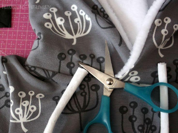 Juten Tach meine lieben Nähuschis, heute nähen wir einen Pullover. Mit Kapuze und Fake Kordeln. Warum Fake Kordeln? Es gibt – in der Tat – Kindergärten, die verbieten Loops mehr lesen