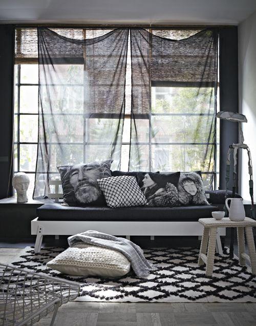Styling Frans Uyterlinde | Photographer Alexander van Berge | vtwonen november 2012 #vtwonen #magazine #interior #color #inspiration #black #white #livingroom #couch #pillows #carpet