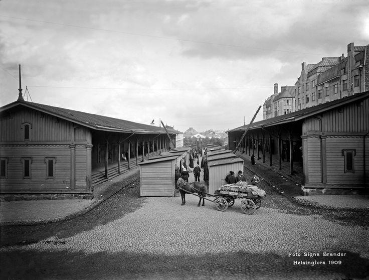 Narinkka Simonkadulla. Foto: Signe Brander, 1909.