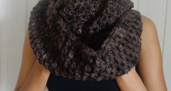 Handmade Infinity scarf by deorigenchile on Etsy